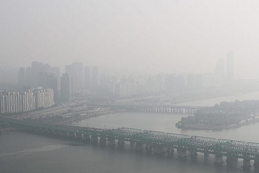 Air pollution is thought to affect the heart and blood vessels by causing inflammation, a build-up of damaging molecules, known as oxidative stress, and an imbalance in the nervous system.