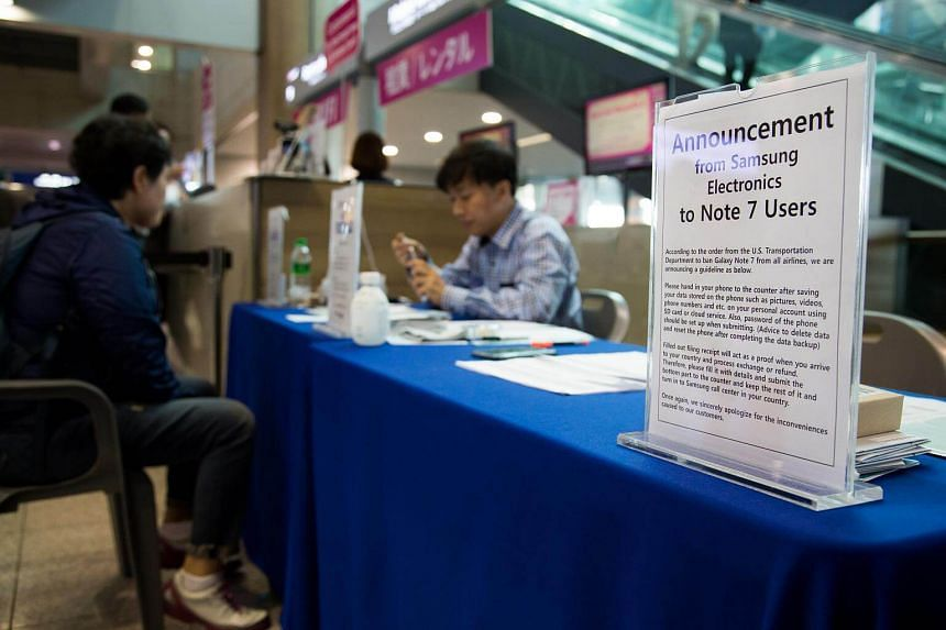 A notice is displayed at a Samsung Electronics Co. kiosk providing rental phones for users of the Galaxy Note7 smartphone at Incheon International Airport in Incheon, South Korea, on Oct 25, 2016.