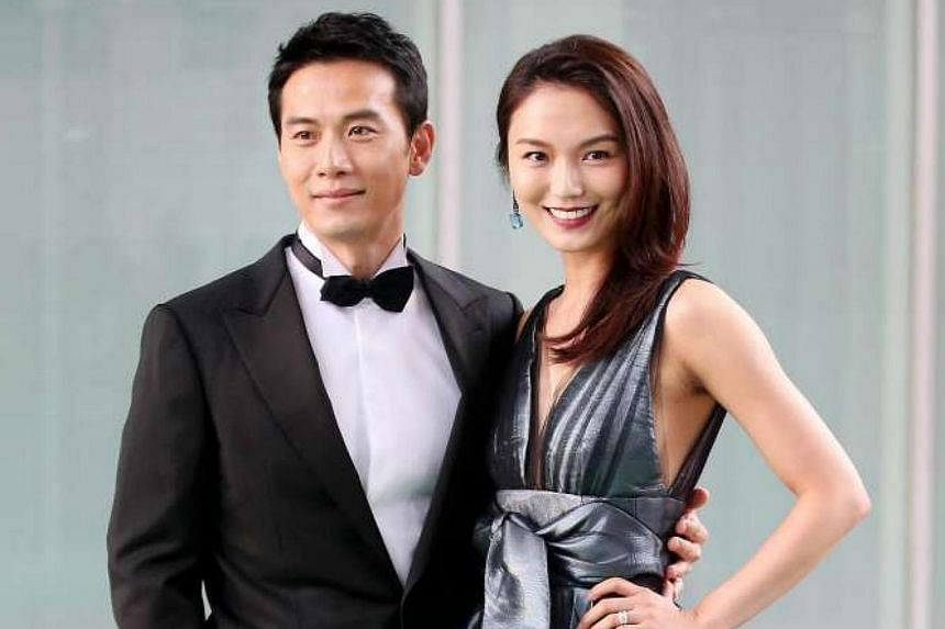 Qi Yuwu (left) and Joanne Peh, at the red carpet of Star Awards 2016 Show 1.