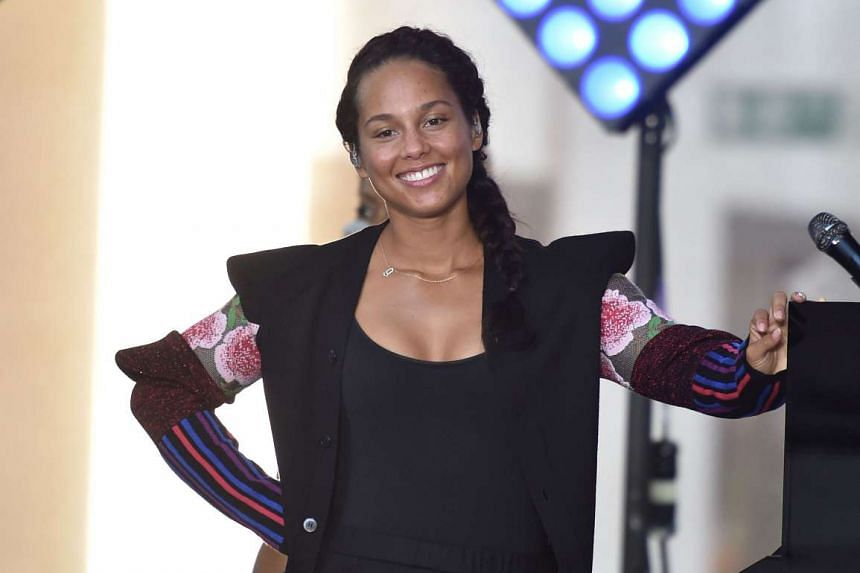 Get singer Alicia Keys' natural, make-up-free look with a few make-up tricks.