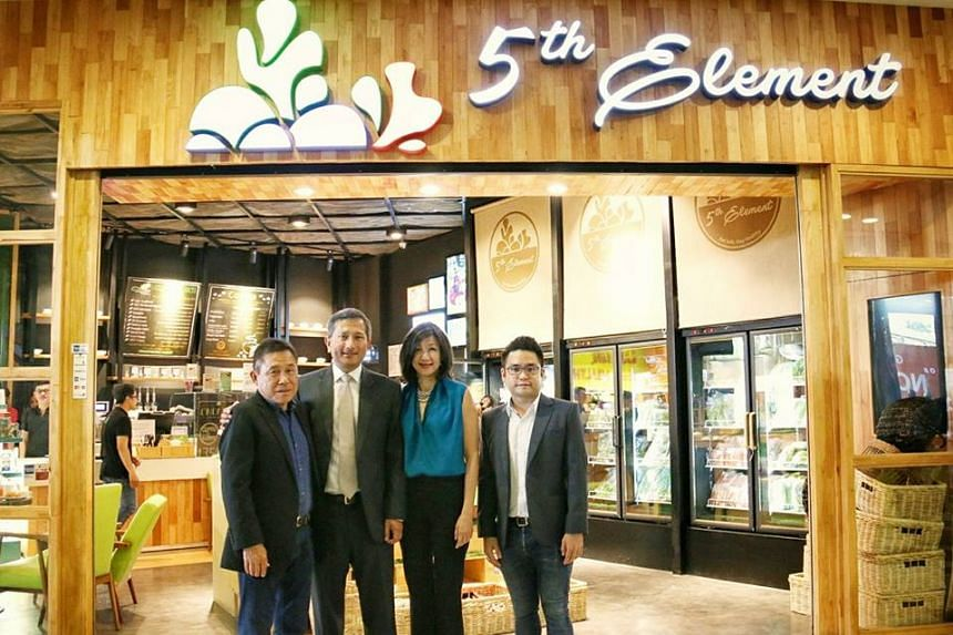 Foreign Affairs Minister Vivian Balakrishnan and his wife Joy stopped for coffee at 5th Element, an organic produce store run by a Singaporean, Mr KC Low, who has been in Vietnam for 30 years.