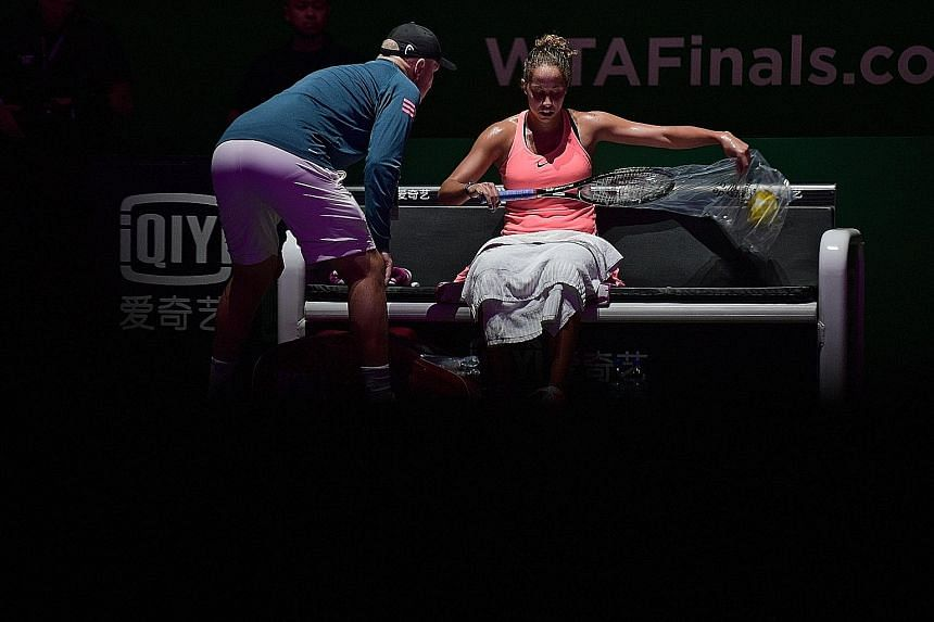 Madison Keys changing to a new racket during her WTA Finals round-robin match on Thursday against Angelique Kerber, while her coach Thomas Hogstedt gives her tips. Although in-game coaching is permitted, some coaches feel that the best players are th