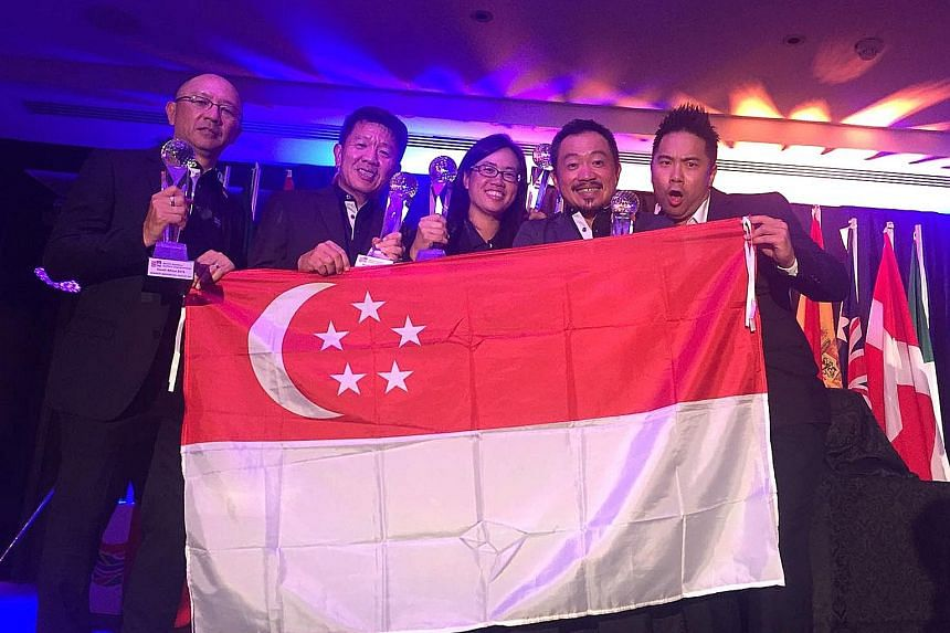 (From left) Lee Kian, Colin Tan, Clara Ang, Melvin Choo and Erwyn Lam flying Singapore's flag in Durban. They won the World Amateur Golfers Championship team event in South Africa by 27 strokes.