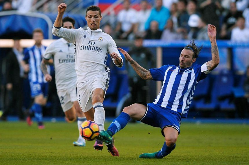 Deportivo Alaves' Alexis Ruano in action with Real Madrid's Cristiano Ronaldo (left).