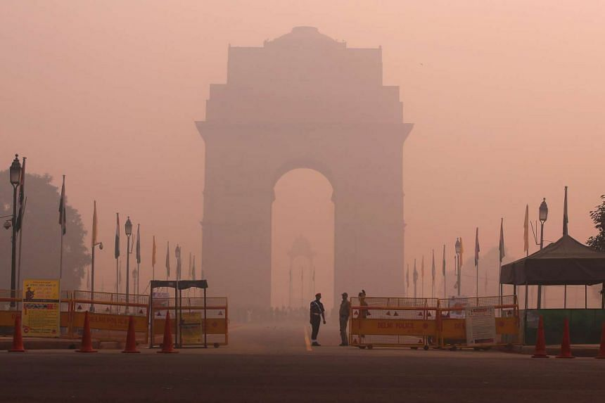 Security personnel stand guard in front of the India Gate amidst the heavy smog in New Delhi, India on Oct 31, 2016.