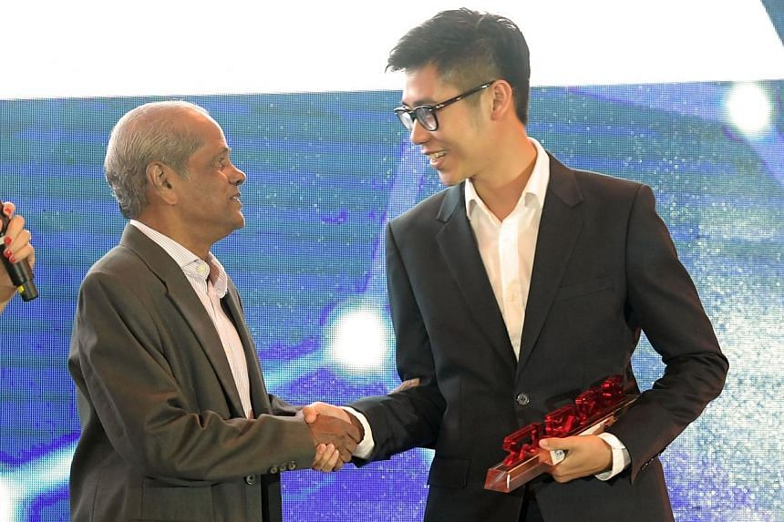 The Straits Times sports reporter Chua Siang Yee receives the S-League Story of the Year award from former ST sports journalist Joe Dorai. Chua, 27, joined the newspaper in 2013.