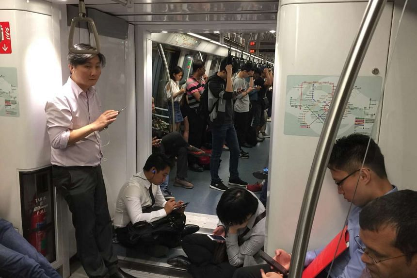 Some passengers stayed in the stationary train at the station because they did not want to take the crowded shuttle buses. They were also hoping the train service would resume soon, so they chose to wait in the train instead.