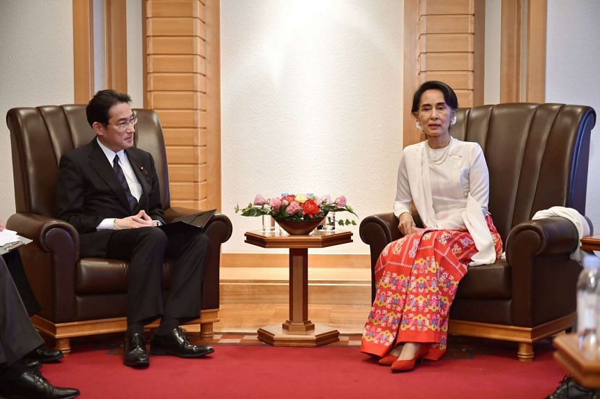 Myanmar's State Counsellor and Foreign Minister Aung San Suu Kyi (right) with Japan's Foreign Minister Fumio Kishida in Tokyo on Nov 3, 2016.