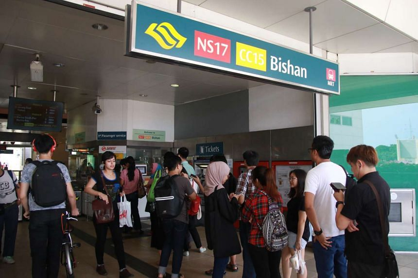 Commuters queue for excuse slips and refunds at Bishan MRT station on Nov 2, 2016, after disruptions on the Circle Line.