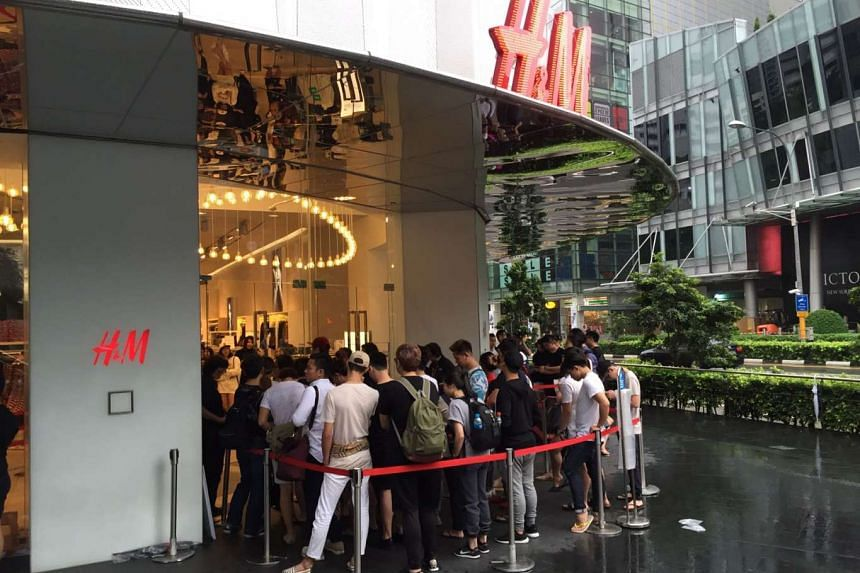 The morning queue at H&M in front of the Orchard Building.