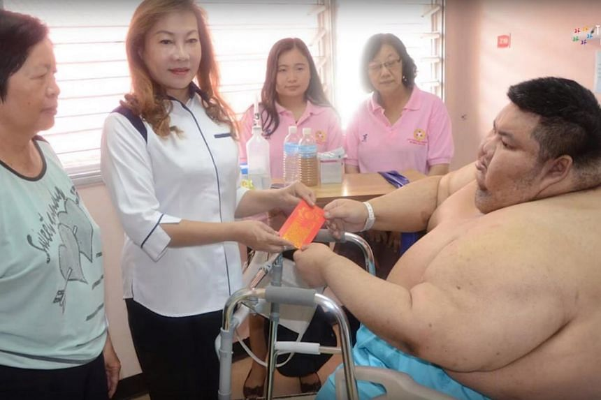 Mr Sia Chi Herng, 33, is determined to shed about 100kg from his current weight of 250kg after he was rushed to the hospital for breathing difficulties and chest pain.