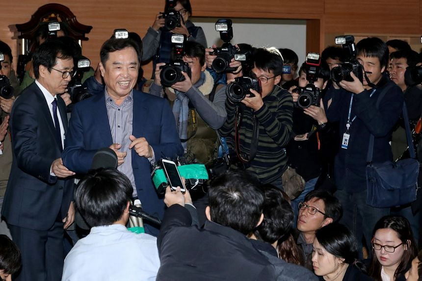 Prof Kim Byong Joon meeting the press in Seoul yesterday. The university professor is said to be a non-partisan academic critical of both the ruling and opposition parties