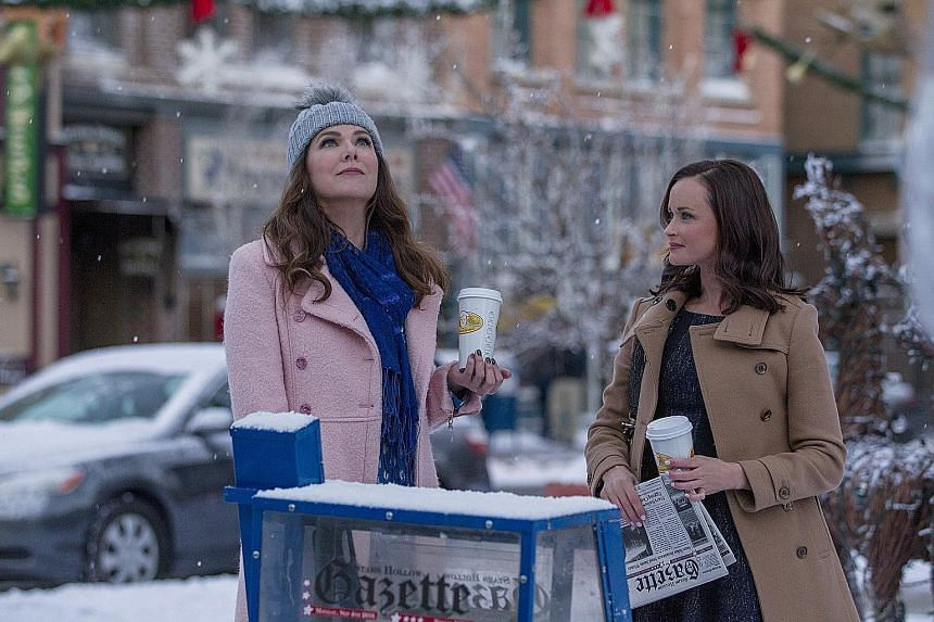 Lauren Graham (left) and Alexis Bledel in Gilmore Girls: A Year In The Life.