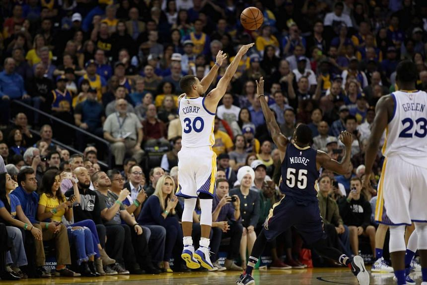 Stephen Curry (#30) of the Golden State Warriors shooting a 3-pointer against E'Twaun Moore (#55) of the New Orleans Pelicans on Nov 7, 2016.