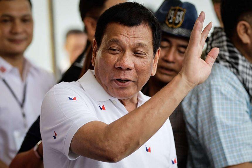 Philippine President Rodrigo Duterte waves goodbye to Vietnamese fishermen during the send-off ceremony for the Vietnamese fishermen.
