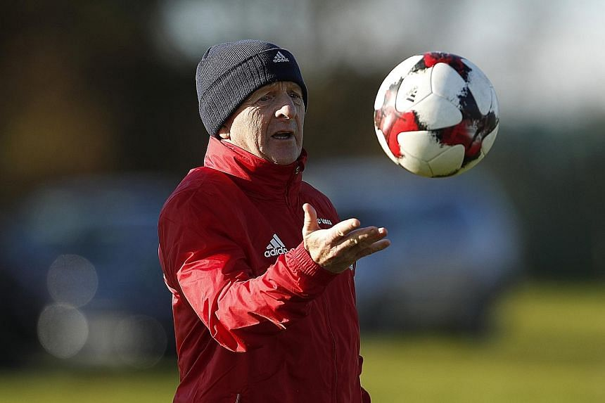Scotland manager Gordon Strachan is attempting to mastermind a shock win over neighbours England in a World Cup qualifier on Friday.
