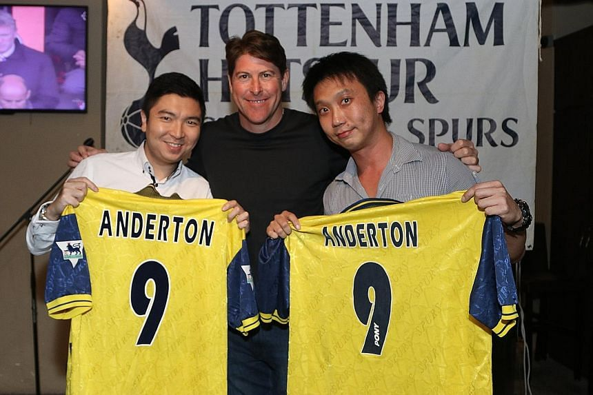 Former Tottenham Hotspur star Darren Anderton with Singapore Spurs Supporters' Club members Fabius Chen (left) and Ash Tan at The Wallich grill and bar yesterday. The Englishman is in town for the Battle of Europe 2016 friendly match between England