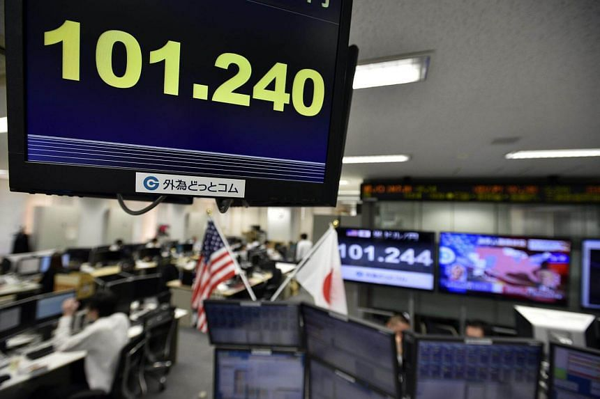 A monitor displays the current exchange rate of the Japanese yen against the US dollar at a foreign exchange brokerage in Tokyo, Japan on Nov 9, 2016.