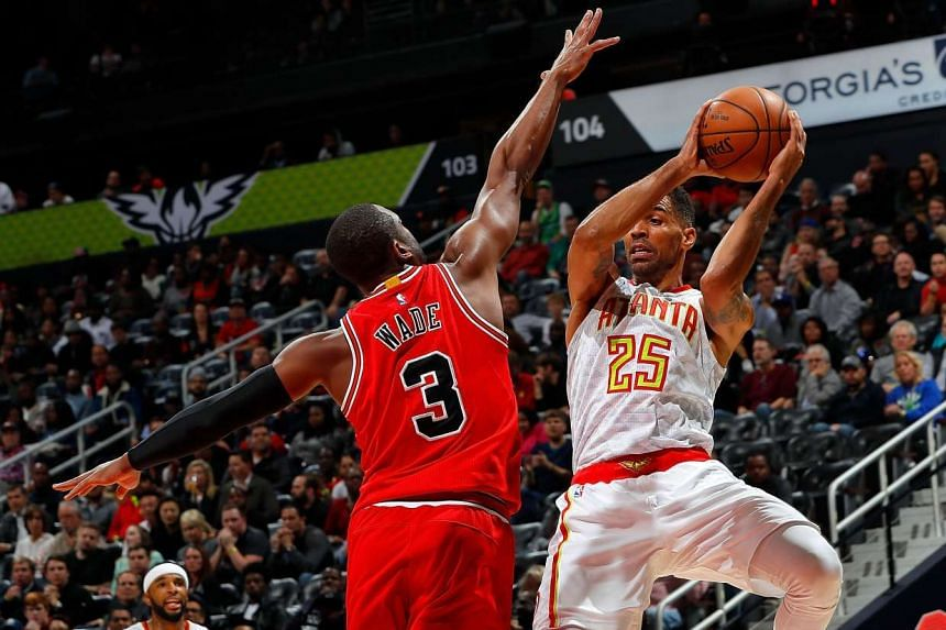 Atlanta Hawks forward Thabo Sefolosha (#25) shooting against Chicago Bulls' guard Dwyane Wade (#3) during their NBA game on Nov 9, 2016.