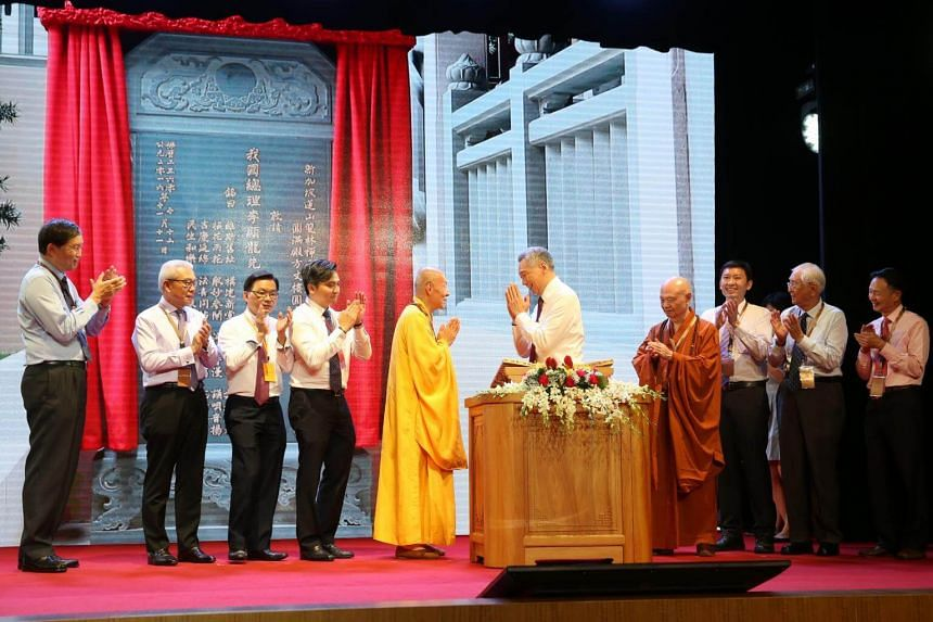 PM Lee Hsien Loong and Venerable Wai Yim (5th from left), abbot of Lian Shan Shuang Lin Monastery, at the opening of the newly reconstructed Dharma Hall, on Nov 11, 2016.