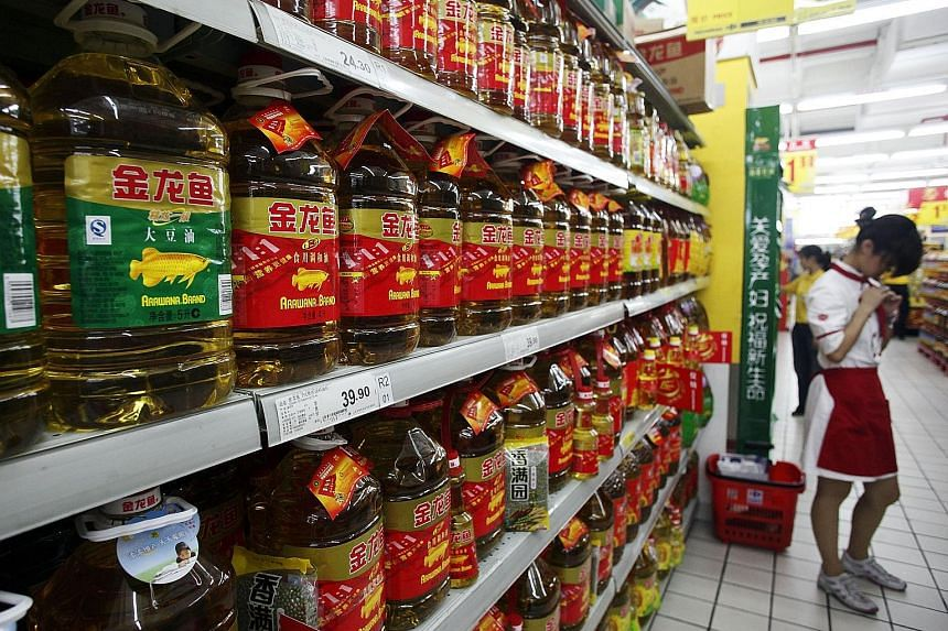 Edible oils sold under Wilmar's Arawana brand lining shelves at a Shanghai supermarket. A sturdy showing by the tropical oils segment as well as the oilseeds and grains segment boosted group revenues in the third quarter.