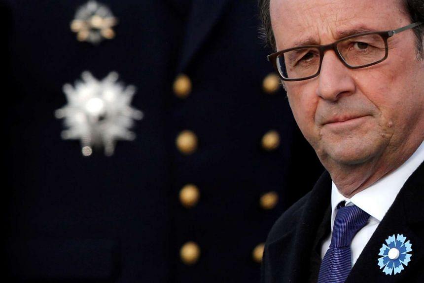 Francois Hollande attends an Armistice day commemoration at the Arc de Triomphe in Paris, Nov 11, 2016.