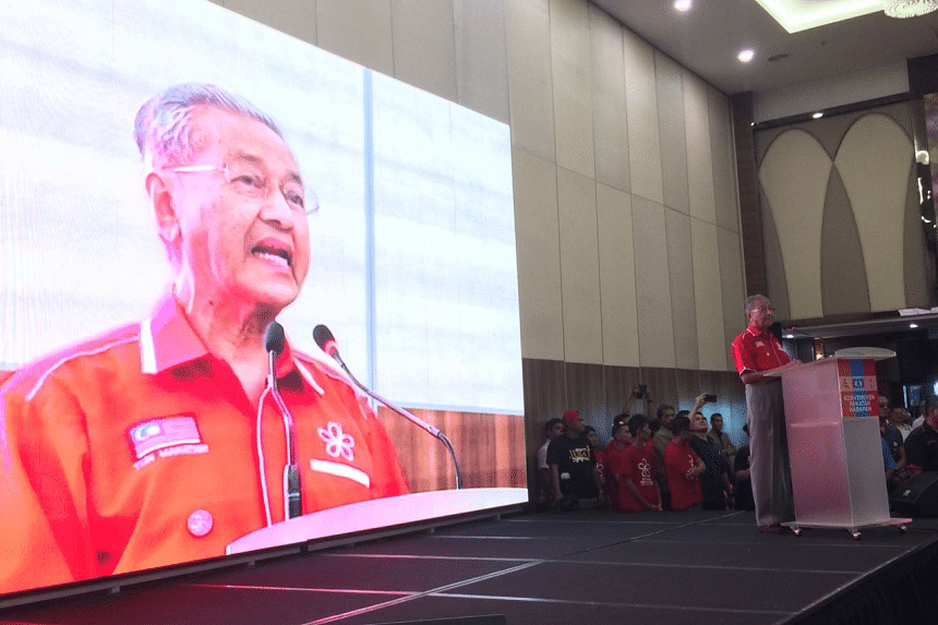 Malaysian opposition parties must fight the next election as one party, under one symbol, said former prime minister Tun Dr Mahathir Mohamad.