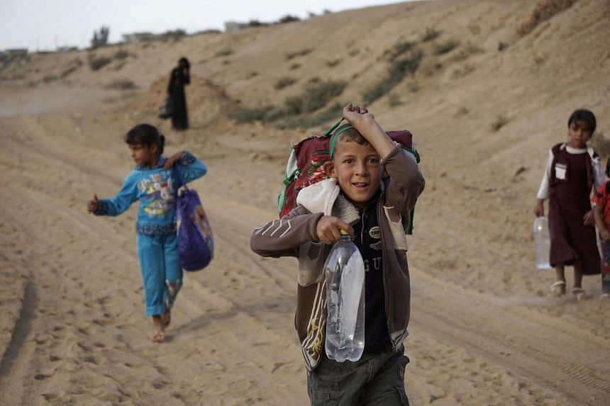 Displaced people are fleeing from clashes in Al-hud village, south of Mosul, during an operation to attack Islamic State militants in Mosul, Iraq, on Oct 18, 2016.