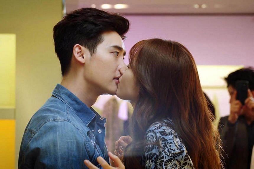 A television still of TV drama W, starring Lee Jong Suk (left) and Han Hyo Joo.