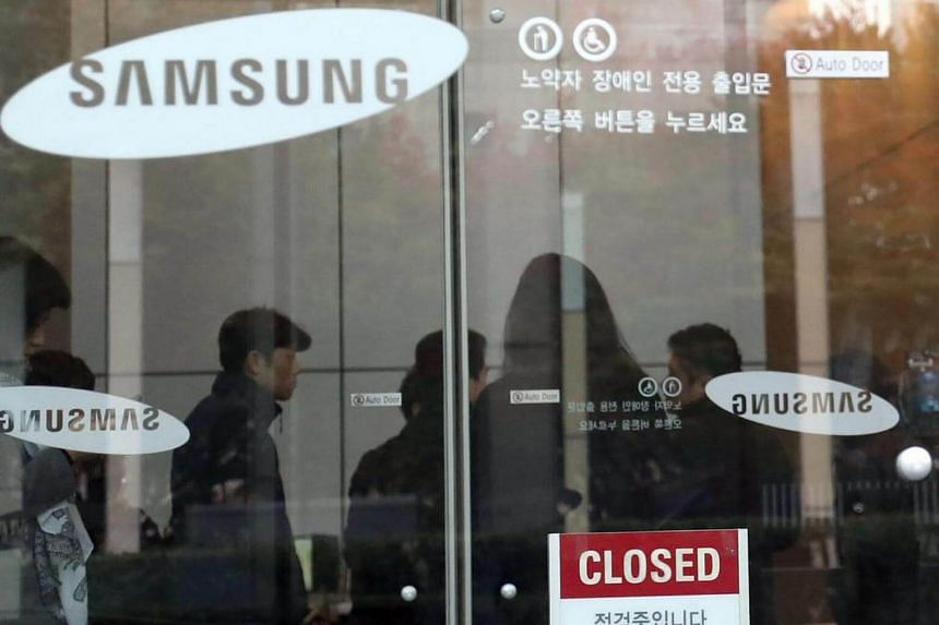 South Korean journalists seen in the lobby of Samsung Electronics Co's headquarters in southern Seoul.