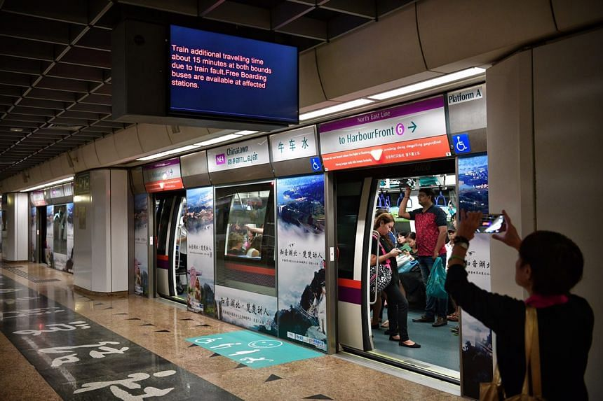 A train announcement at Chinatown station showing an additional travelling time of about 15 minutes in both directions due to a train fault.