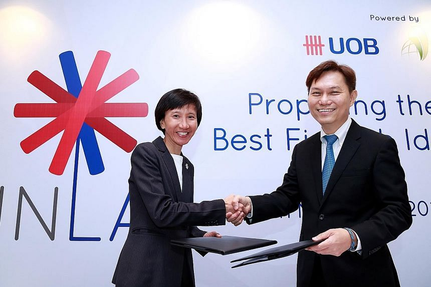 Ms Janet Young, head of Group Channels and Digitalisation at UOB, with Dr Alex Lin, head of Infocomm Investments, after signing The FinLab joint-venture agreement.