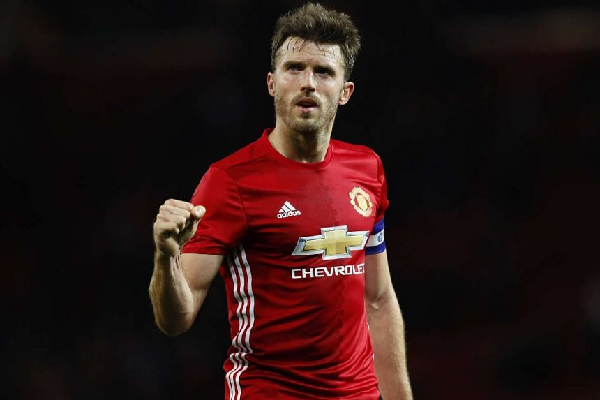 Manchester United's Michael Carrick said they have not given up on their English Premier League football title hopes yet.