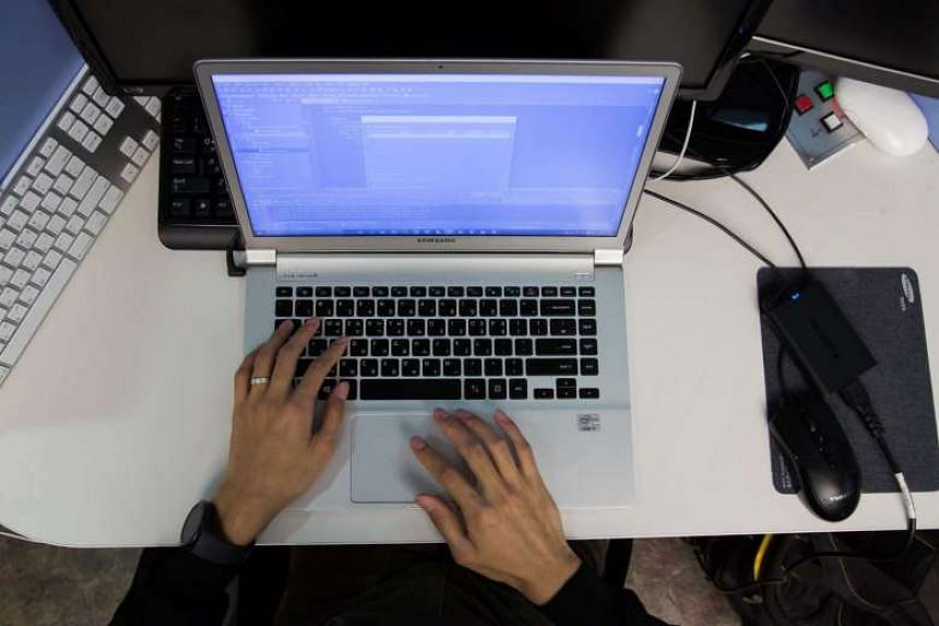 A tender has called for contractors to supply low-cost Web surfing devices such as Chromebooks and Windows notebooks.
