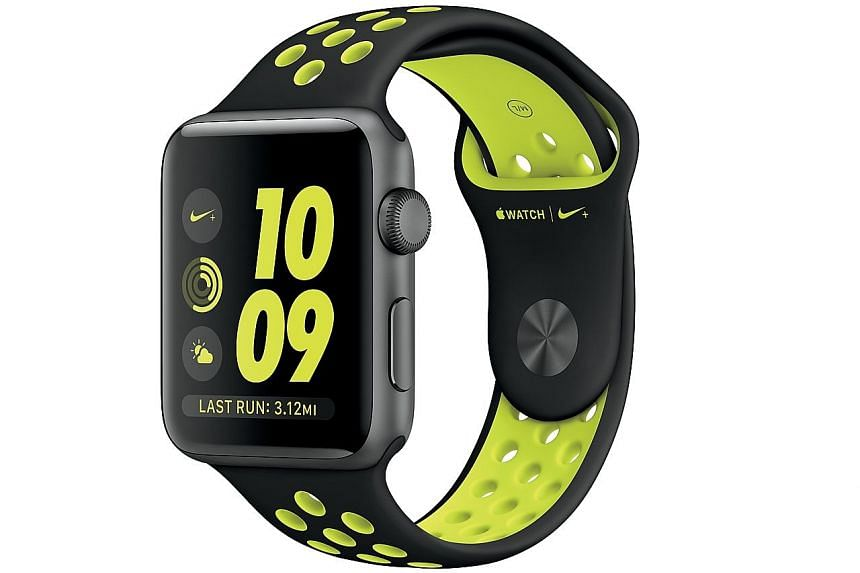 The Apple Watch Nike+ has built-in GPS to track distance and speed for walks and runs without the need to take along your iPhone for GPS tracking.