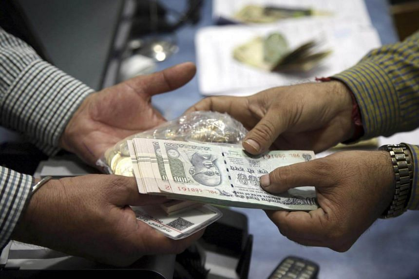 An Indian man exchanges Indian rupee notes at a bank in Kashmir, India, on Nov 10, 2016.