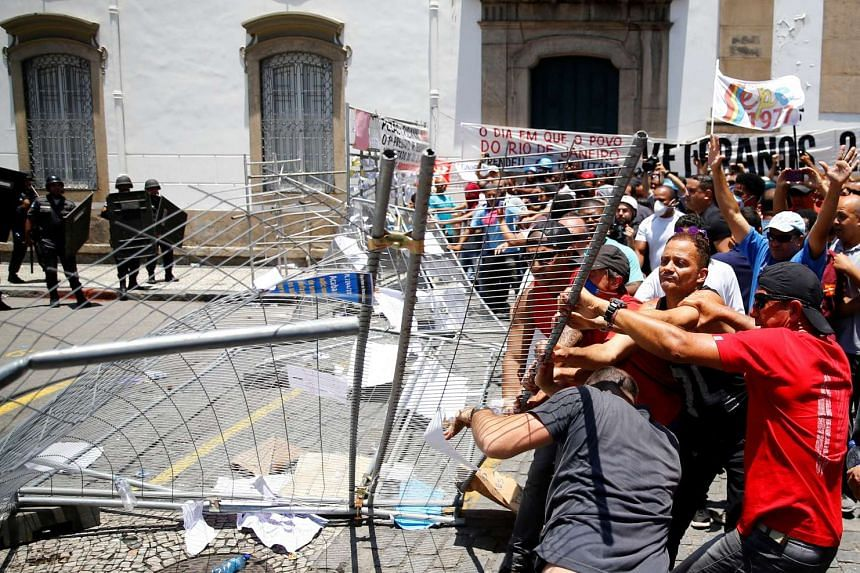 Civil servants protest against the Rio de Janeiro state government and a plan that will limit public spending.