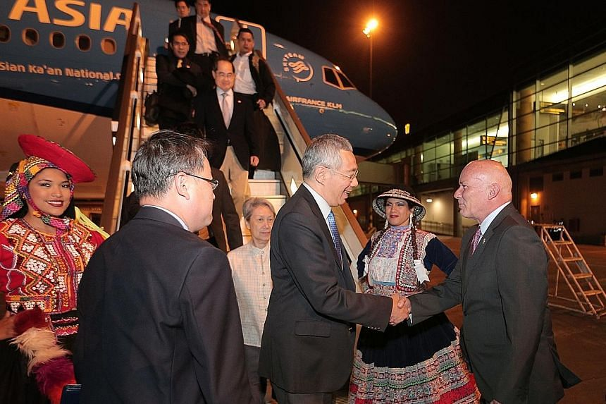 PM Lee greeted by Peruvian Minister of Foreign Commerce and Tourism Eduardo Ferreyros Kuppers in Lima.