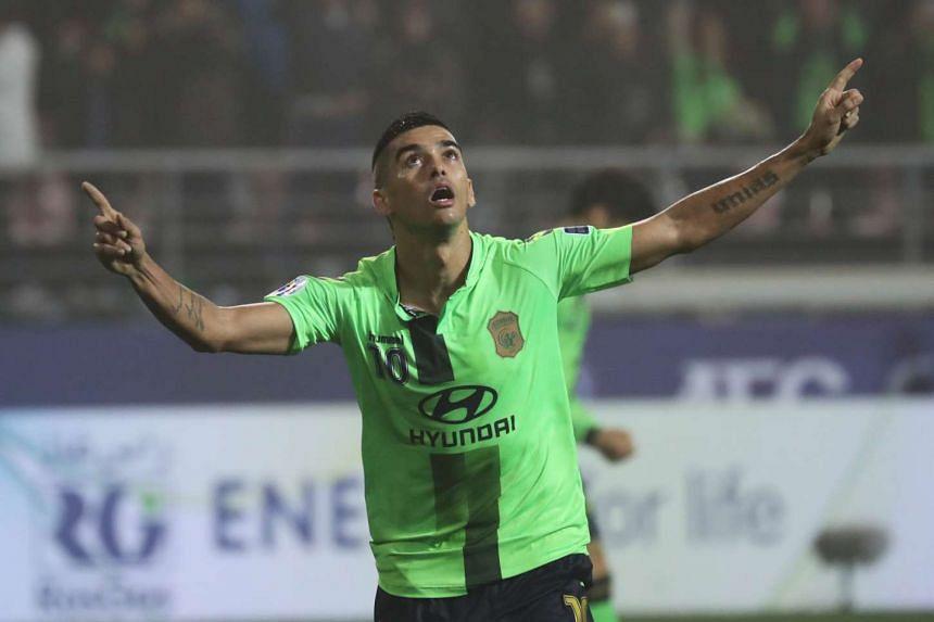 Leonardo Rodrigues Pereira of Jeonbuk Hyundai Motor celebrates his goal during the AFC Champions League final against Al Ain on Nov 19, 2016.