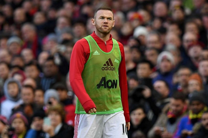 Rooney warms up for Manchester United's match against Arsenal at Old Trafford on Nov 19, 2016.