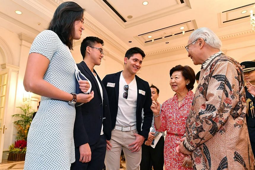 President Tony Tan and his wife Mary with (from far left) swimmers Quah Ting Wen and Quah Zheng Wen, and Singapore's first Olympic gold medallist Joseph Schooling. President Tony Tan Keng Yam and his wife Mary with athletes and officials who particip