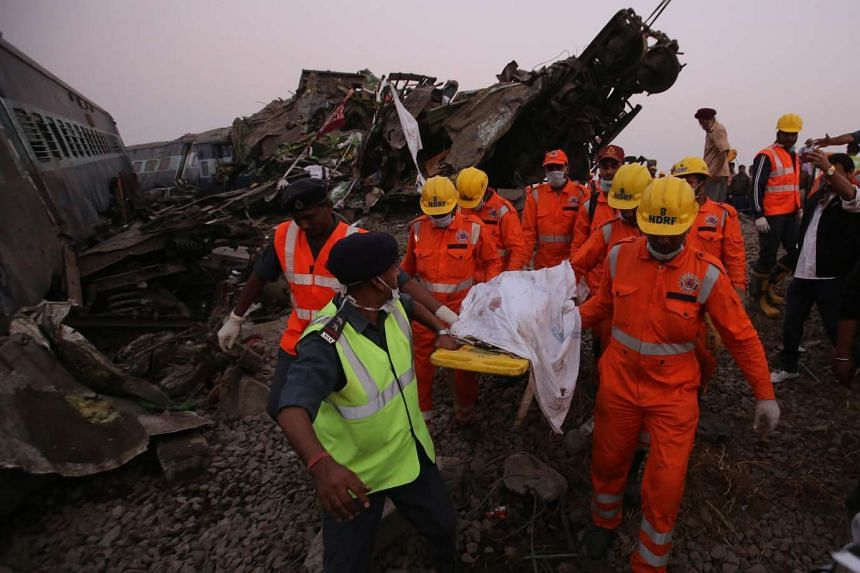 Rescue workers of the National Disaster Response Force, carry the body of a victim from the site of an accident where an Indore-Patna Express train derailed, near Pukhrayan, in Kanpur, India, Nov 20, 2016.
