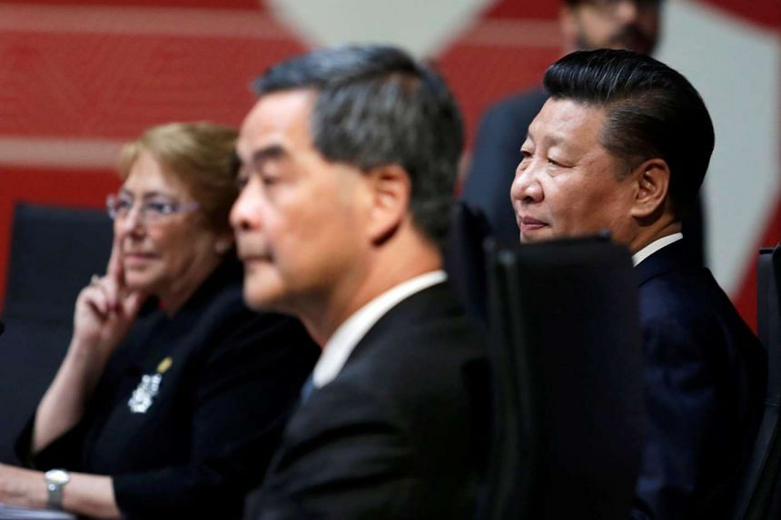 Chinese President Xi Jinping and Hong Kong Chief Executive Leung Chun Ying sit together during the Apec summit.