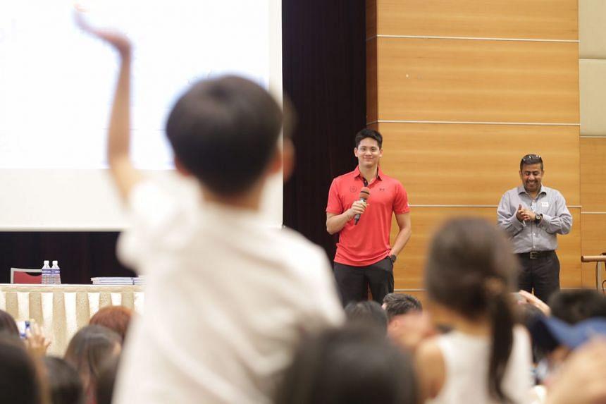 Joseph Schooling addressing his fans.