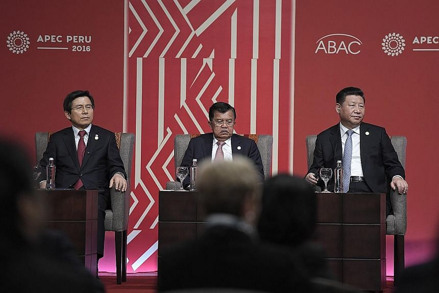 (From left) South Korean Prime Minister Hwang Kyo Ahn, Indonesian Vice-President Jusuf Kalla and Chinese President Xi Jinping at the Apec Business Advisory Council dialogue on Saturday. Mr Xi said separately that China was committed to concluding neg