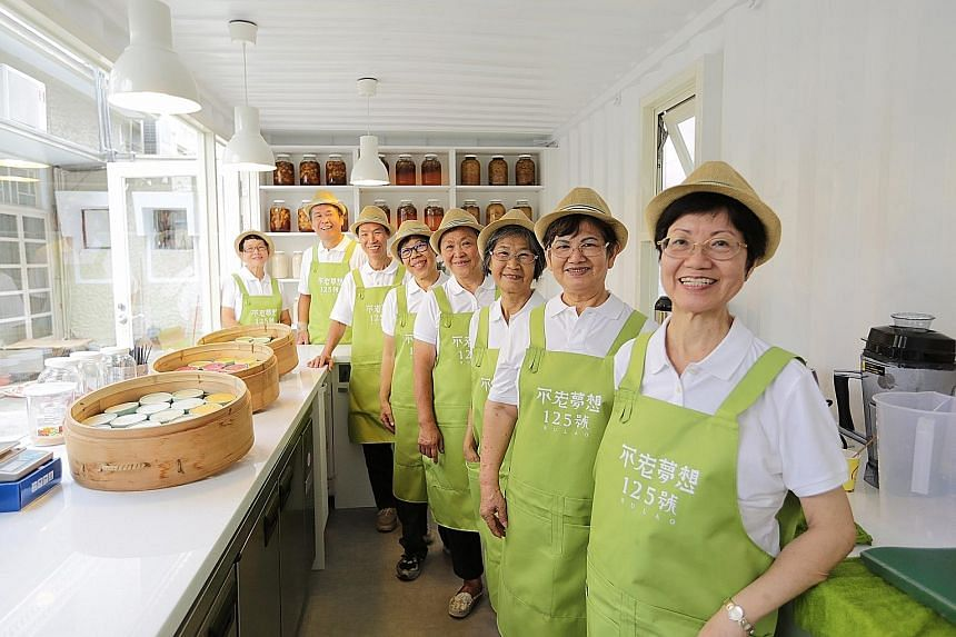 At Bu Lao 125 cafe, the average age of the eight workers is 68. The cafe is set up by welfare organisation Hongdao Foundation, which promotes active ageing. The cafe is the first of its kind in Taiwan.