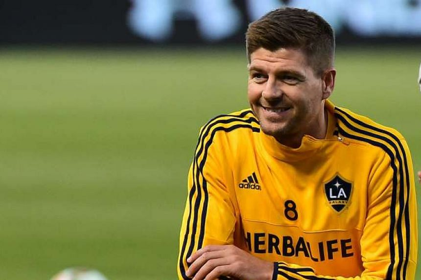 Steven Gerrard warming up with his LA Galaxy teammates on July 11, 2015.