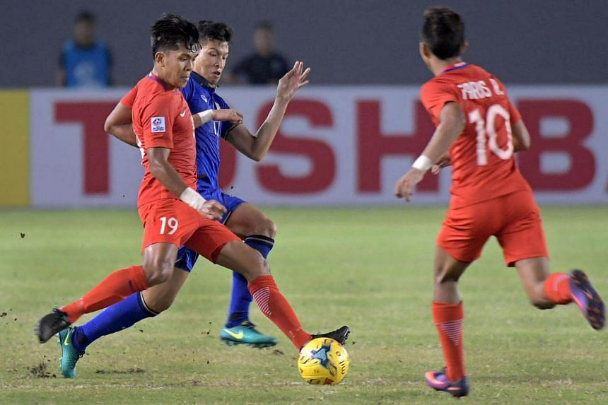 Khairul Amri (left) and Tanaboon Kesarat vie for the ball during the Suzuki Cup 2016 match between Singapore and Thailand at the Philippines Sports Stadium, in Philippines, on Nov 22, 2016.