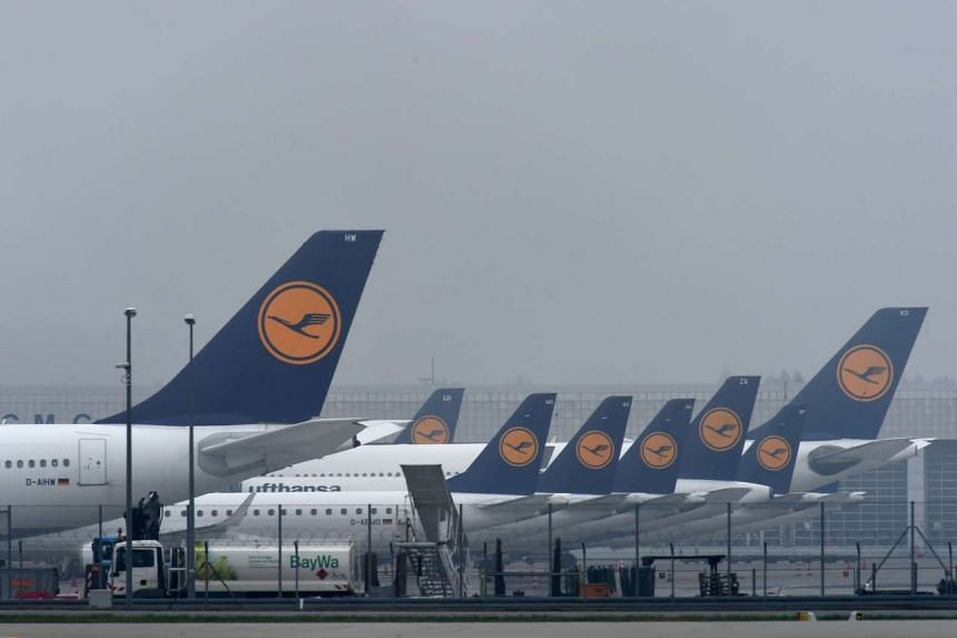 Pilots at German flagship carrier Lufthansa stayed away from work for a second straight day, forcing the airline to scrap 912 flights and grounding 115,000 more passengers.