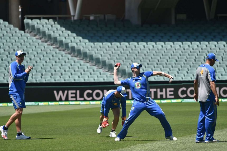 Australia's cricket captain Steve Smith (2nd right) throws a ball in practice ahead of the third Test cricket match between Australia and South Africa, in Adelaide on Nov 23, 2016.